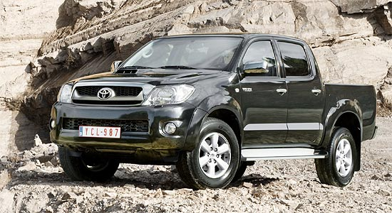 der neue toyota hilux mit 171 ps ist da. Black Bedroom Furniture Sets. Home Design Ideas