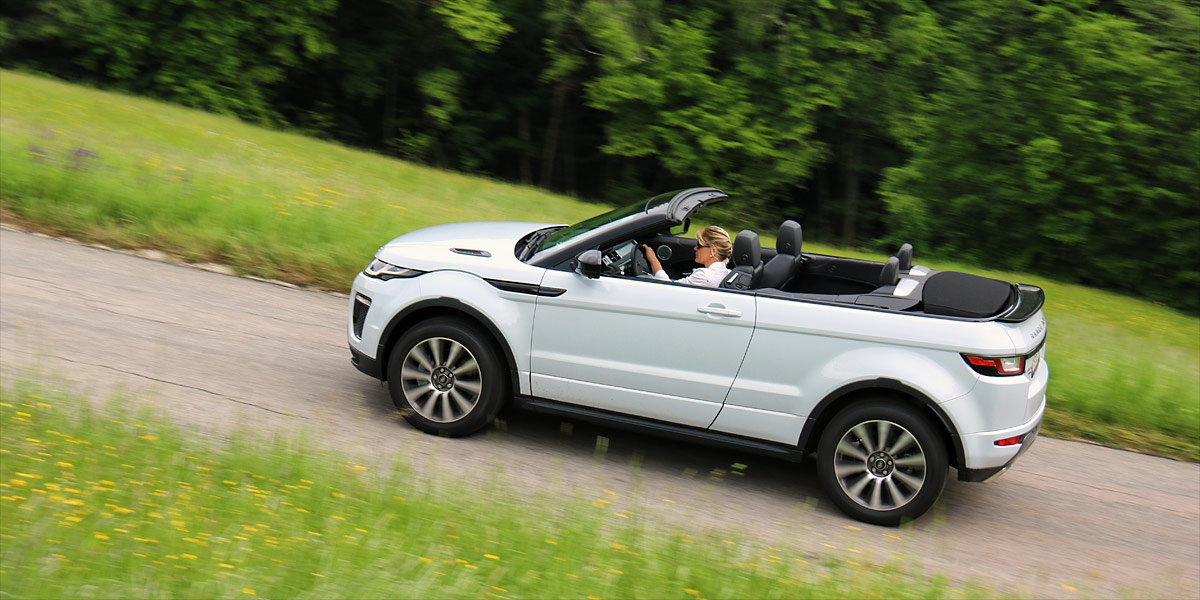 blick in den himmel unterwegs im range rover evoque cabrio. Black Bedroom Furniture Sets. Home Design Ideas